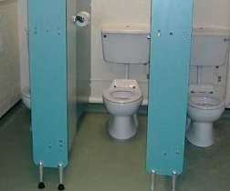 смотреть порно ролики в школьном туалете фото