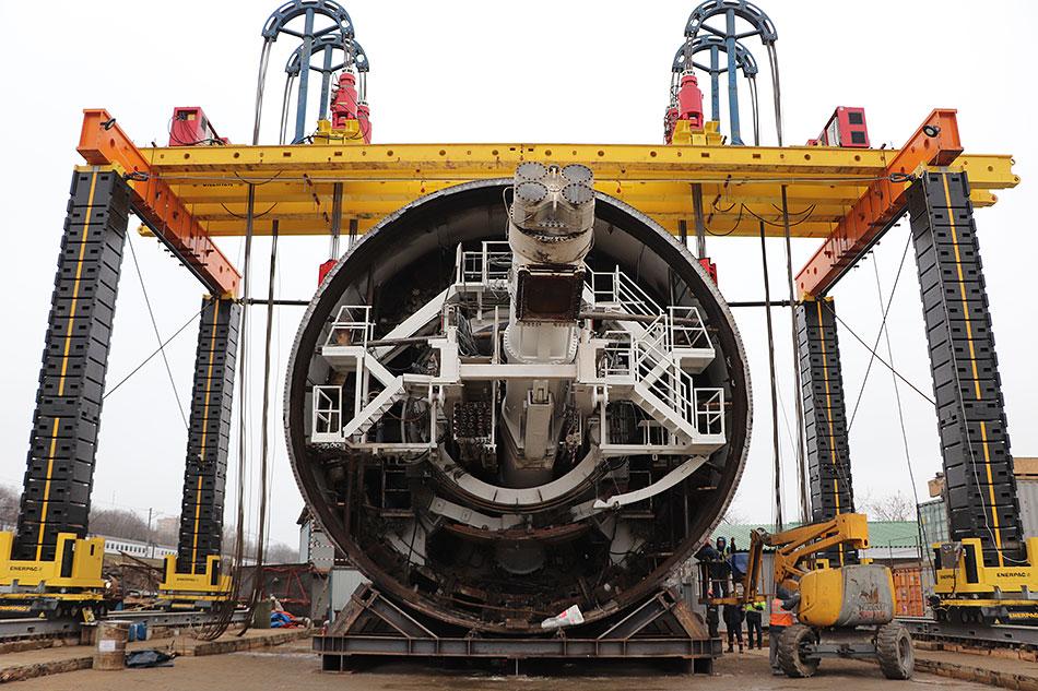 Тоннелепроходческий щит «Виктория», с помощью которого будет осуществляться строительство перегонных тоннелей между новыми станциями БКЛ ГК СК Мост Руслана Байсарова