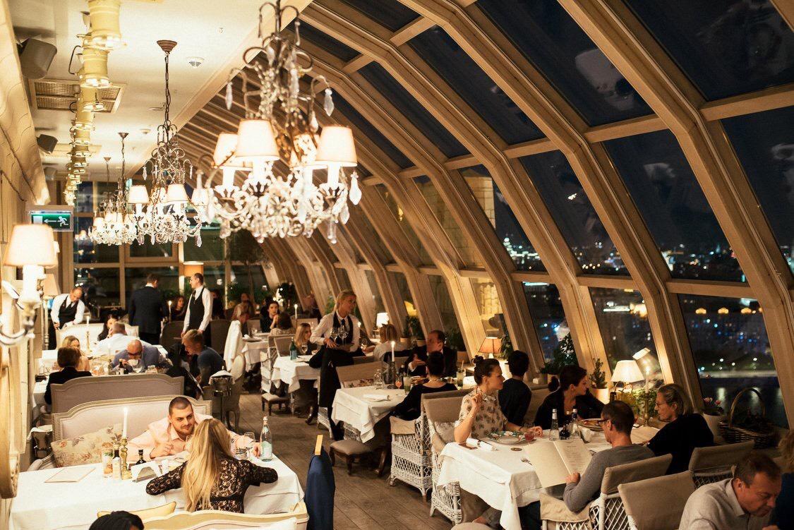 8 марта в ресторане BUONO - концерт Хулио Иглесиаса-младшего и комплименты от шеф-повара