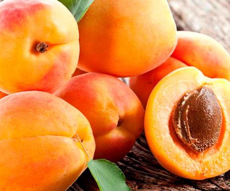Абрикос признан самым полезным летним фруктом