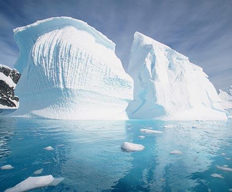 Ученые обеспокоены возникновением тыс. голубых озер вАнтарктиде