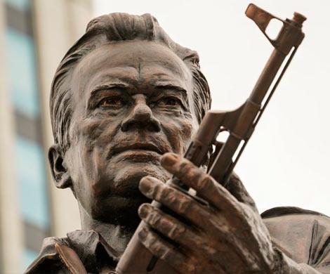 Макаревич раскритиковал монумент Калашникову