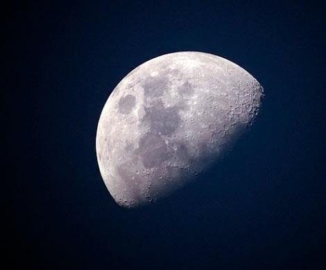 http://www.wek.ru/images/bolgarskij-ufolog-nashel-na-lune-sekretnye-voennye-bazy-fashistov.jpg