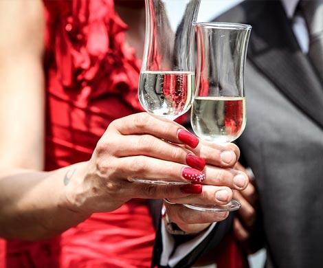 Ученые назвали брак спасением оталкоголизма