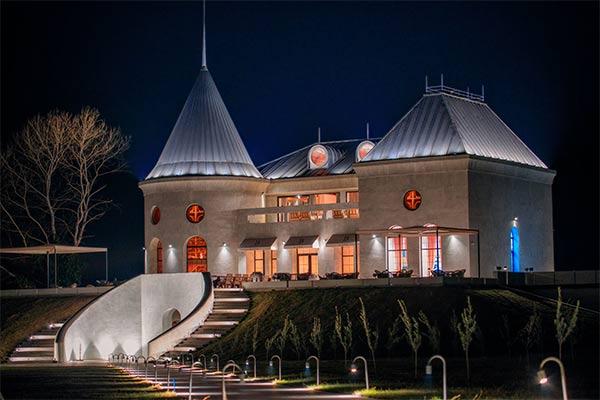 Едем в Кахетию: оранжевое вино и грузинский фьюжн на курорте Lopota Lake & Resort