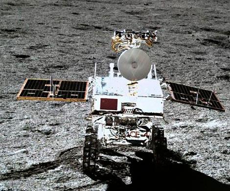 """Китайский луноход """"Юйту-2"""" исследовал обратную сторону Луны"""