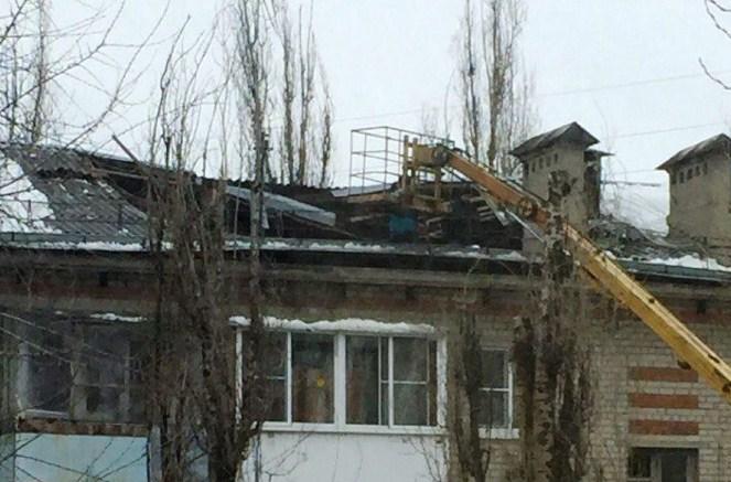 Крыша поехала…: Надоме вворонежском микрорайоне Машмет провалилась кровля