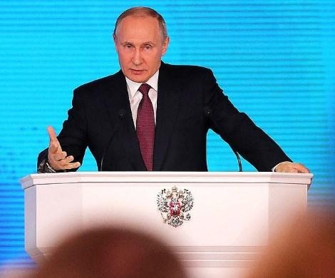 «Люди вынуждены экономить на всем»: Путин вступился за бедных россиян