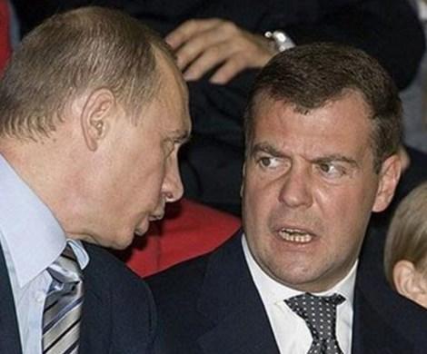 Медведев на грани: большинство россиян выступили за отставку правительства