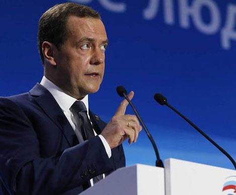 Медведев призвал поднять экономику Байкальского региона