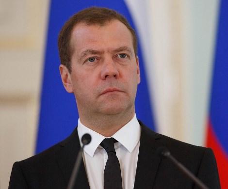 Медведев снова «обидел» врачей и учителей?
