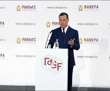 Медведев выступил против ВВП: в Кабмине о чем-то догадываются?