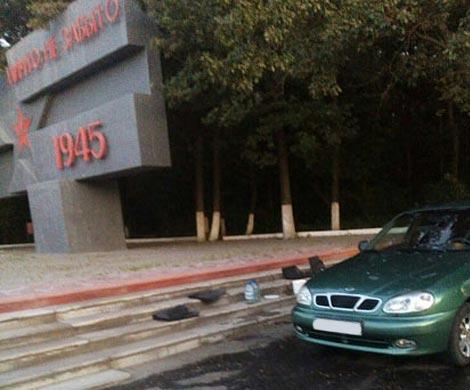 ВБелгороде ищут мужчину, устроившего автомойку около воинского мемориала