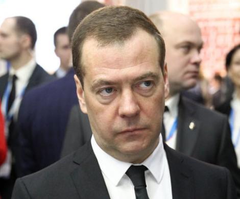 «Народная любовь»: кортеж Медведева угодил в неприятную ситуацию в Краснодаре