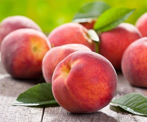 Названы 6 овощей и фруктов, которые содержат максимум пестицидов