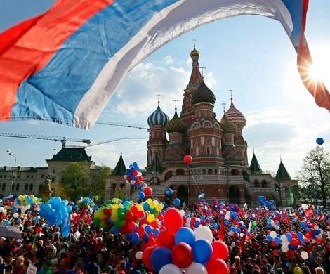 Не больше 1-2 дней: в России предложили сократить майские праздники