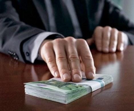 «Непреодолимая сила»: российским чиновникам разрешат брать взятки