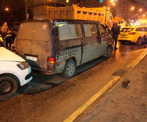Самосвал устроил трагедию сразу сдевятью автомобилями в столице