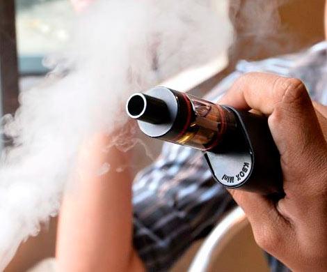 Онкологи показали последствия курения электронных сигарет