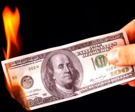 Отказ России от доллара: чего ждать россиянам