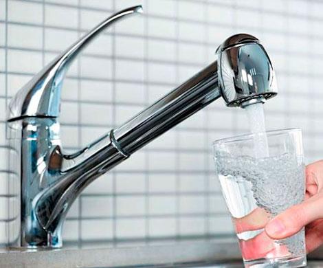 Петербуржцам разрешили пить воду из-под крана
