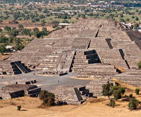 """Под древней пирамидой в Мексике обнаружен вход в """"загробный мир"""""""