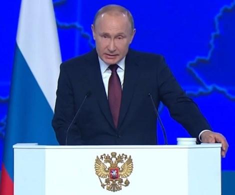 «Помочь гражданам выйти из жизни»: соцсети бурно обсуждают конфузы Путина во время послания Федеральному собранию