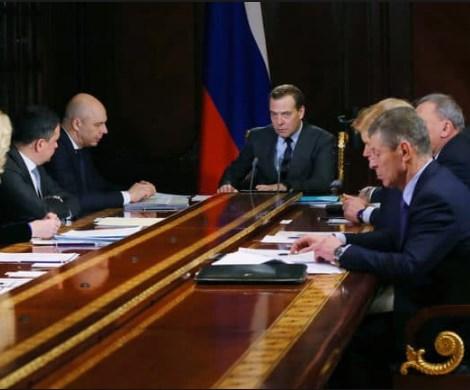 Провоцирует россиян на майдан: в Госдуме снова распекли Кабмин Медведева