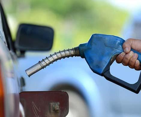 Путин обратил внимание на плохое качество бензина на российских АЗС