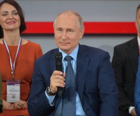 Путин рассказал, как носил соседку по лестнице на руках