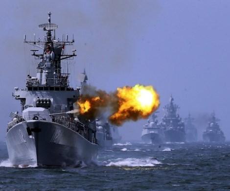 Россия и Украина на грани войны: в Азов стягивают войска и флот