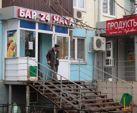 Россиянам запретят пить спиртное в жилых домах
