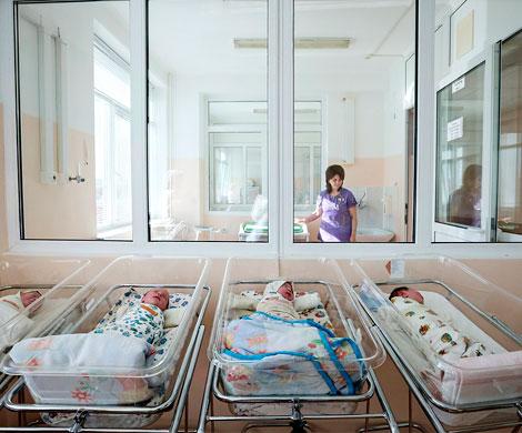 Росстат зафиксировал снижение рождаемости на 5,2%