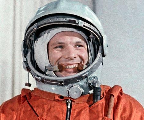 С Днем космонавтики землян поздравил экипаж МКС