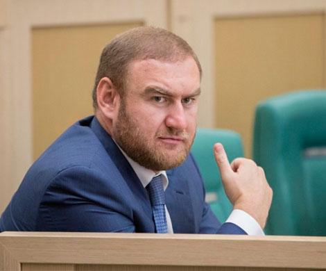 Сенатора Арашукова задержали под выступление генпрокурора