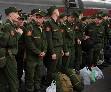 Служить, нельзя откосить: россиянам ужесточают правила призыва