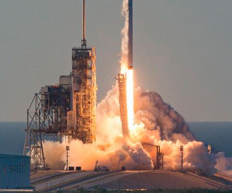 SpaceX успешно запустила ракету Falcon Heavy