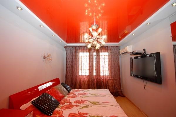 Применение натяжных потолков в дизайне квартиры