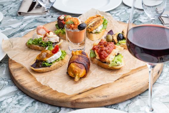 Тапас и пинчос-бар в ресторане Barceloneta