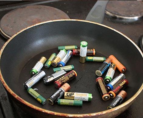 Ученые выяснили, что нагрев батареек может вернуть их к жизни