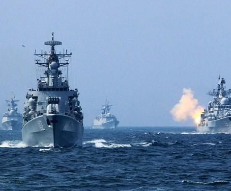 Украинские военные корабли вторглись на российскую территорию