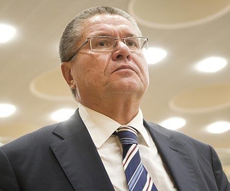 Улюкаев: дефицит бюджета лучше покрывать заимствованиями, чем изрезервов