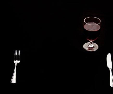 Ужинать в темноте полезно для фигуры
