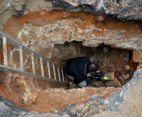 НаСлавянской площади вМоскве нашли каменный мост начала XVII века