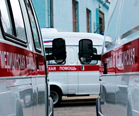 ВКемерово умер мужчина, очищающий снег скрыши