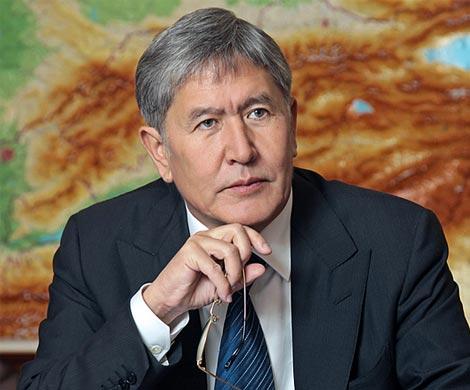 Отунбаева покинула праздник впроцессе речи Атамбаева