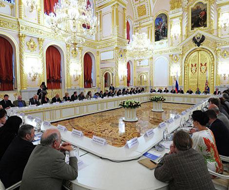 ВКремле посоветовали невносить частные университеты в список иностранных агентов