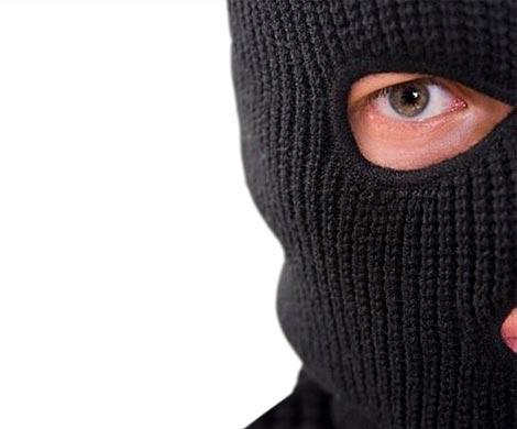 Продавщицы ювелирного магазина вПетергофе избили ииспугали налетчиков
