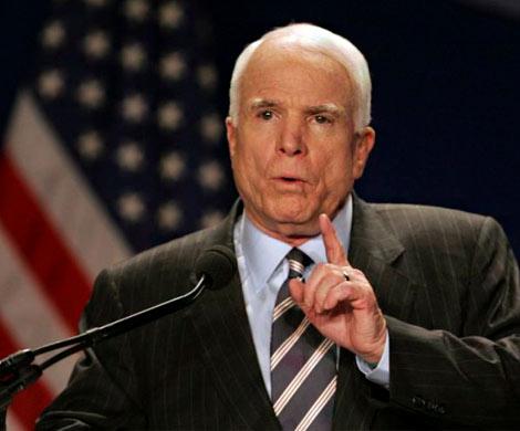 Сенат США встретил аплодисментами Джона Маккейна, который пришел наработу после операции