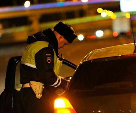 Пьяная «автоледи» расцарапала инспектора впроцессе «шоу» впатрульной машине